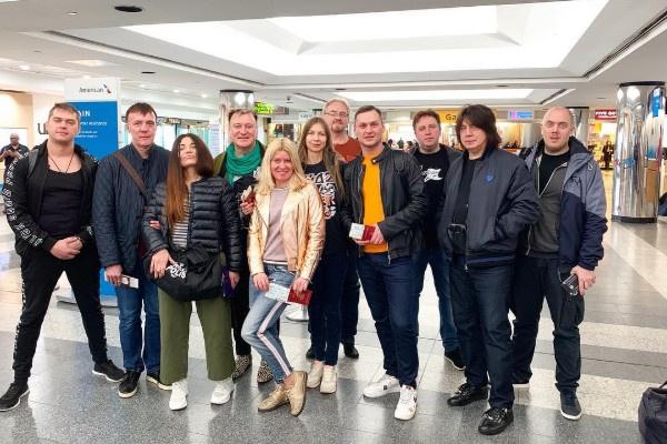 Сергей Пенкин регулярно путешествует с командой помощников