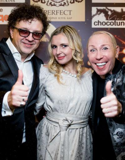 Рома Жуков с женой Еленой и Александр Песков