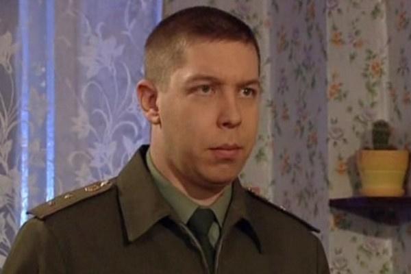 По сюжету Кузьма Соколов был лучшим другом Миши Медведева