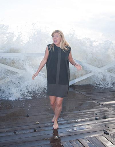 Анастасия Задорожная позировала «СтарХиту» на фоне штормового моря