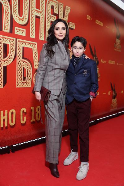 Зара с одним из сыновей