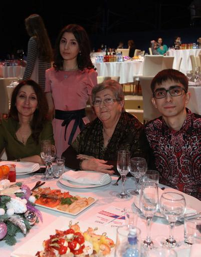 Родственники и друзья Григория Лепса, среди которых сестра и мама