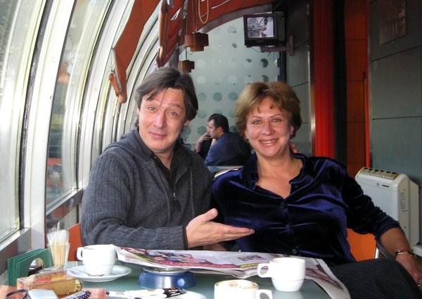 Месяц заключения Михаила Ефремова: и в робе ходит, и ест, что дадут