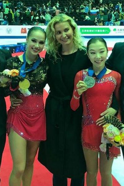 Этери Тутберидзе с Алиной Загитовой и Элизабет Турсынбаевой
