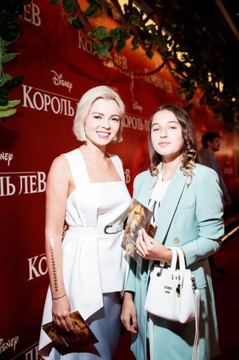 Телеведущая Елена Николаева и Ариадна Волочкова