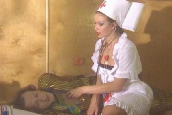 Сексапильная медсестра из «Маски-шоу» в исполнении актрисы