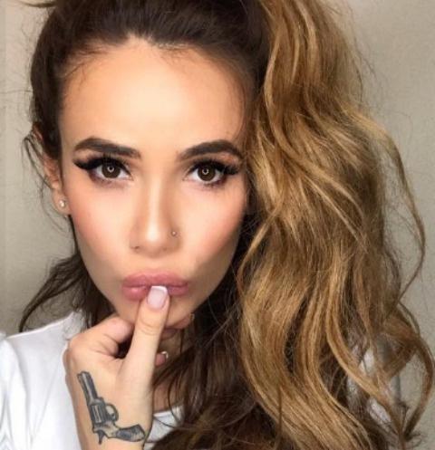 Айза Анохина увеличила губы