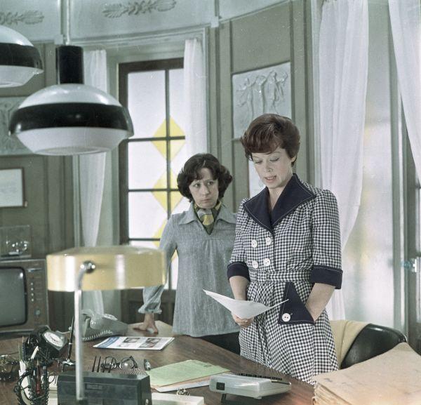 У артистки много запоминающихся ролей в театре и кино, одна из самых любимых зрителями — секретарша Вера в трагикомедии Эльдара Рязанова «Служебный роман»