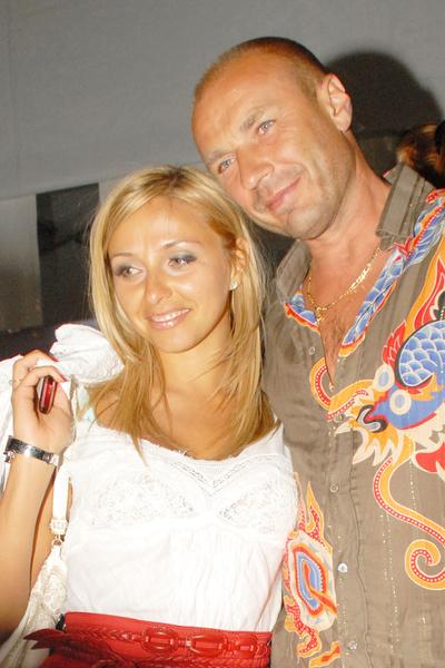 После развода с Майей Усовой Александр женился на Татьяне Навке, но и этот союз распался через 10 лет