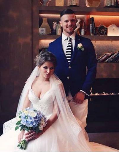 Юлия и Игорь для основной церемонии выбрали роскошные наряды