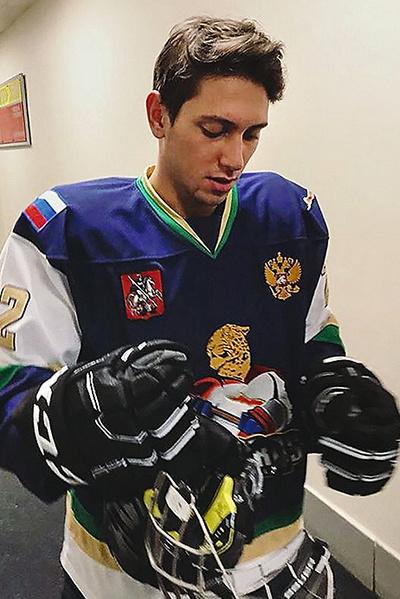 Хоккей — недавнее увлечение Юрия