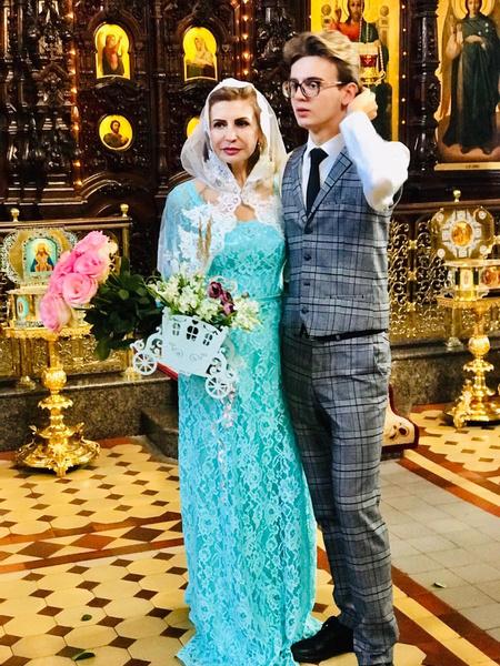 Сын Олег отвез родителей в храм