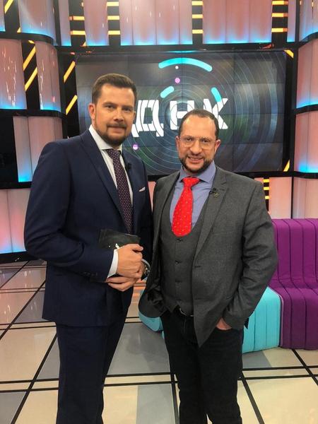 С адвокатом Александром Бенхиным