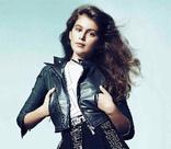 Дочь Синди Кроуфорд позирует для Versace