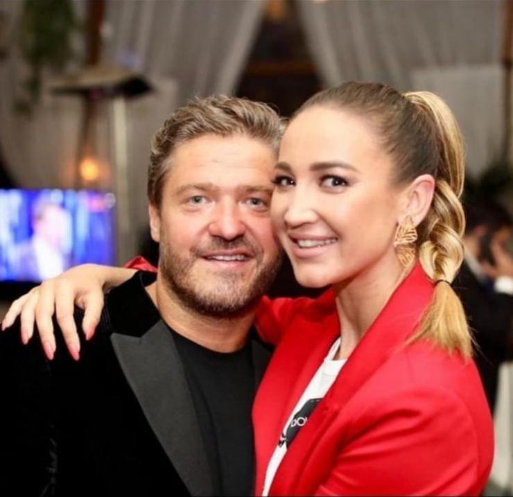 Телеведущая со своим другом Александром, с которым им уже приписали роман