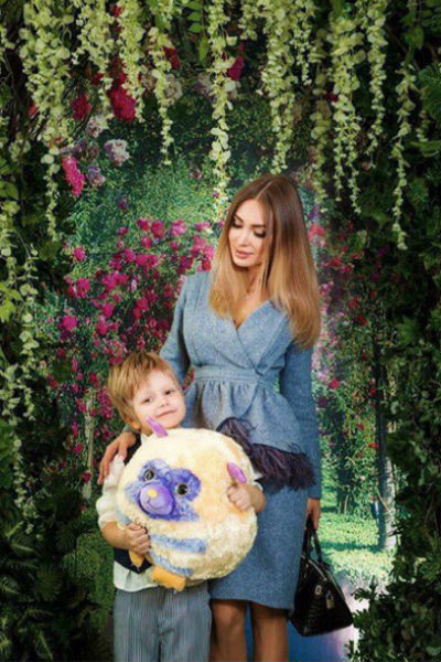Евгения заявила, что не отпустит сына на свадьбу отца