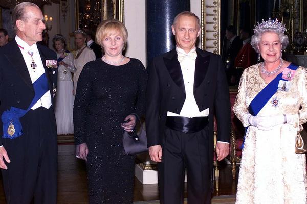 Супруга присутствовала на важных для президента мероприятиях