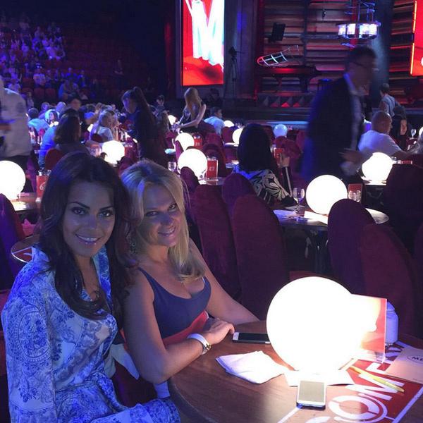 Галина с подругой на съемках Comedy club в Казани