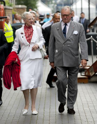 Эти миловидные пенсионеры - королева Маргрете II и ее муж принц-консорт Хенрик