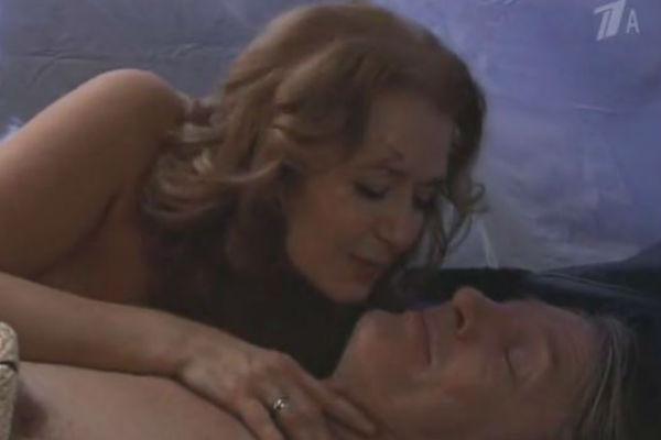Экс-супруги Алферова и Абдулов без стеснения снимались в постельных сценах