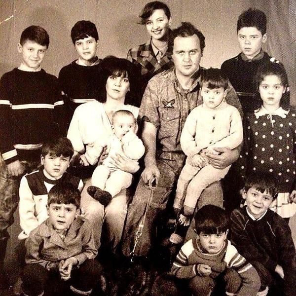 Антон всегда гордился тем, что вырос в большой семье