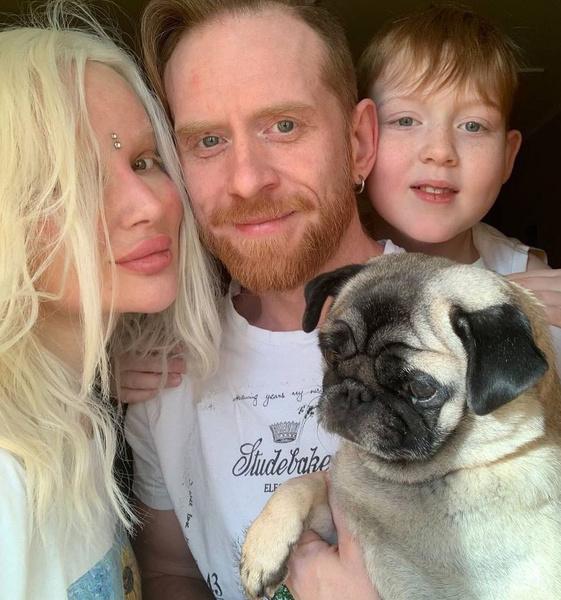 У Алисы полноценная семья