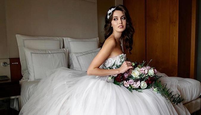 Супруга Дмитрия Тарасова снова надела свадебное платье