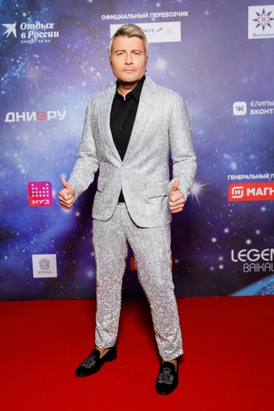 Басков выбрал во всех отношениях блестящий костюм