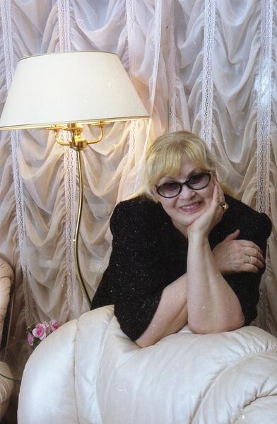 В последние годы жизни Шацкая не появлялась в печати и мало контактировала с прессой.