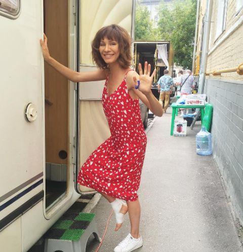 Актриса опубликовала фото с травмированной ногой
