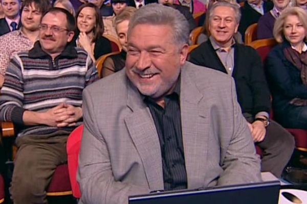 Режиссер уже много лет является членом жюри передачи КВН
