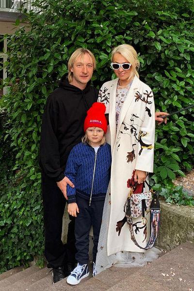 Семья Плющенко боится оставаться в особняке