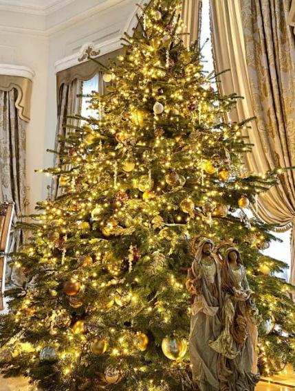 Новогоднее дерево в доме Стаса Михайлова