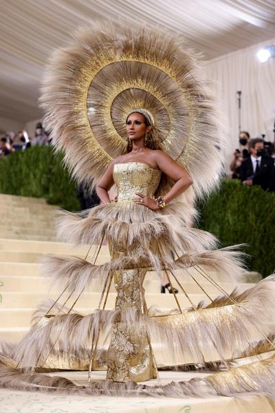 Билли Айлиш в образе Мэрилин Монро и Серена Уильямс в костюме павлина. Самые яркие наряды на Met Gala