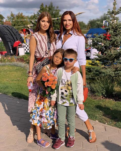 Недавно Боня отдыхала с дочерью в Москве