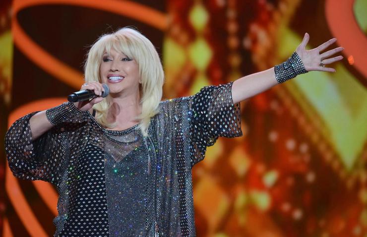 Критик считал, что голос Аллегровой не подходит для вокального творчества