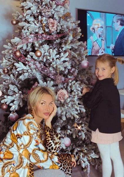 Элина с дочерью Сашей переехала в Москву