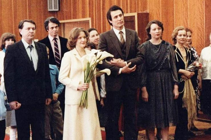 Смерть троих детей и романы с женатыми коллегами в жизни Елены Прокловой