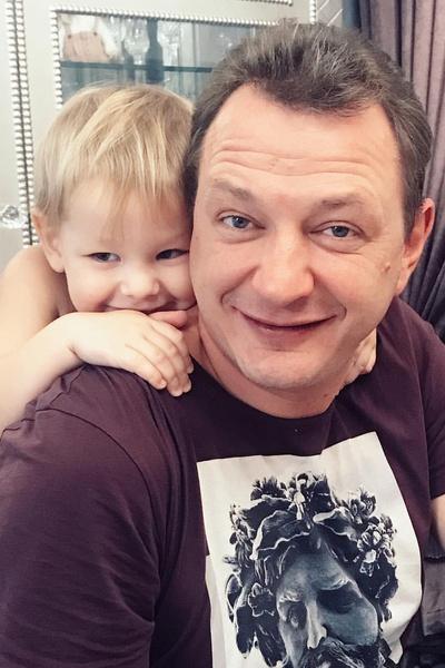 Актер рад, что может больше времени уделить детям