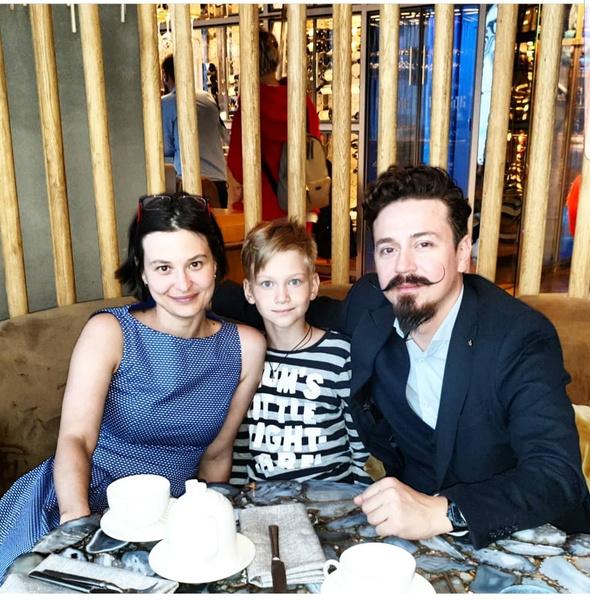 Ив с женой и сыном