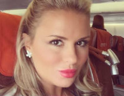 Анна Семенович перекрасилась в брюнетку