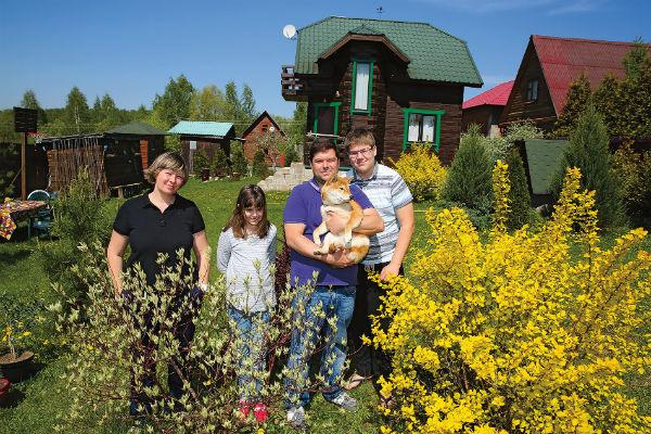 Бабевы купили участок в конце 90-х, а спустя 10 лет отец семейства построил на нем дом