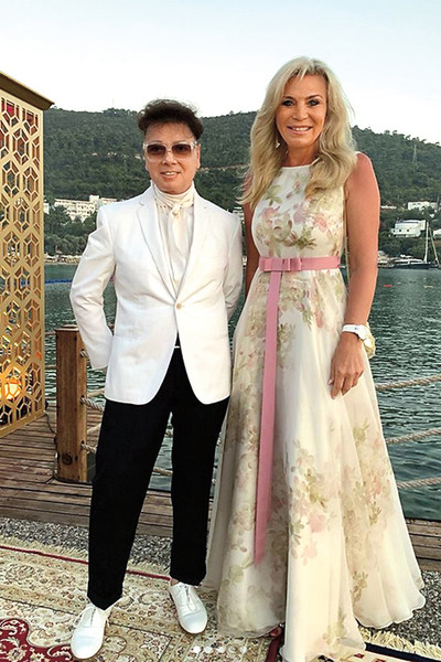 Марина и Валентин Юдашкины на празднике