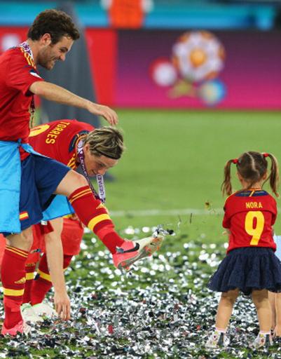 Футбольное поле в считанные секунды превратилось в детский сад
