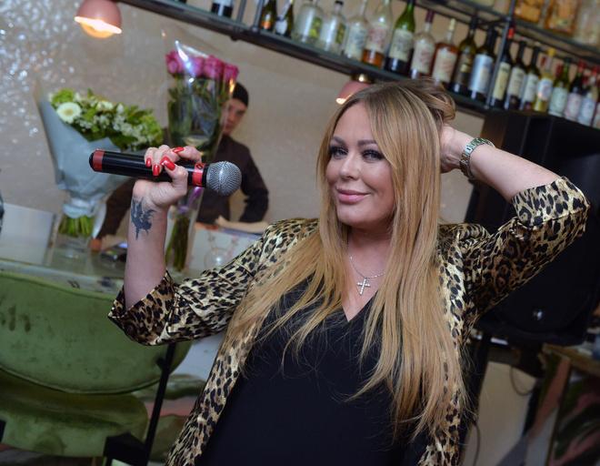 Юлия Началова пела на дне рождения дочери
