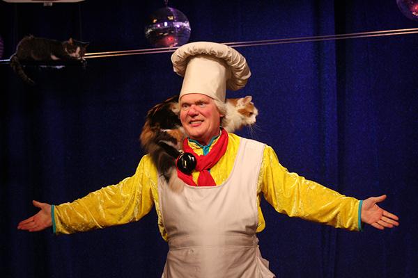 Руководитель единственного в своем роде Театра кошек Юрий Куклачев является еще и автором программы «Уроки доброты»