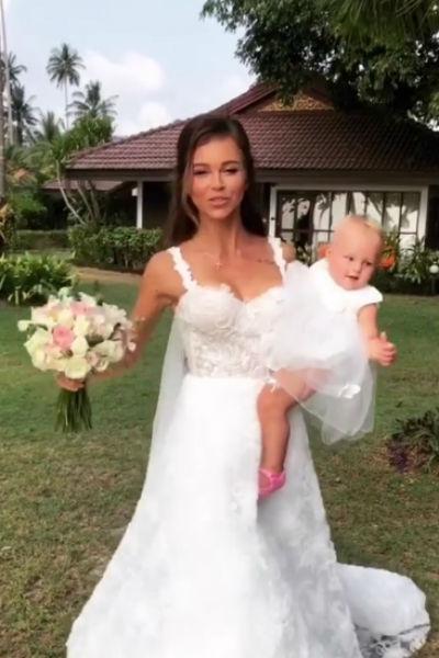 Невеста нарядила не только себя, но и дочку