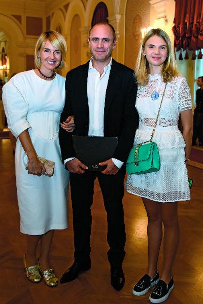 Юлия Бордовских с дочерью и мужем
