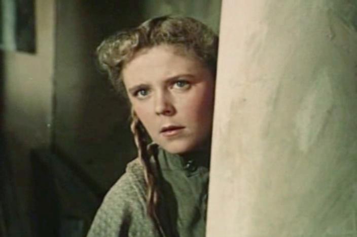Роза Макагонова сыграла Веру в «Школе мужества»