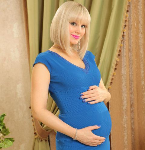 Натали находится на шестом месяце беременности